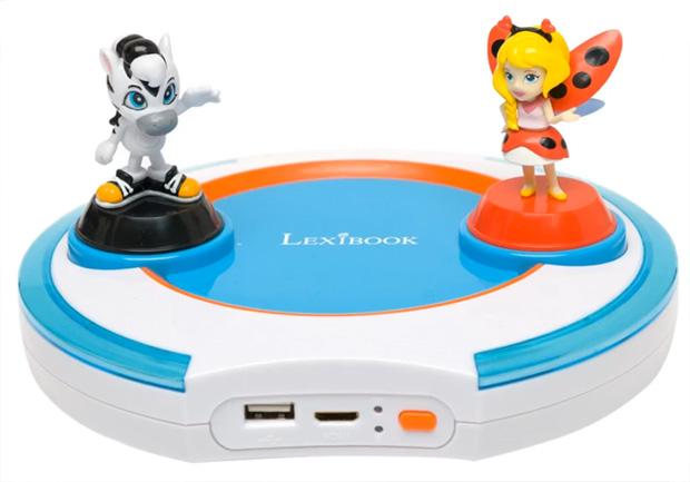Les figurines Lili et Enzo posées sur la console.